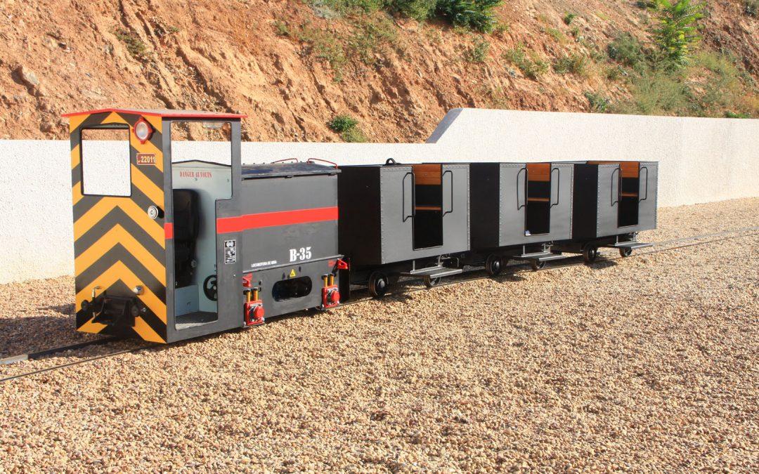 Tren turístico para recorrido por mina subterránea